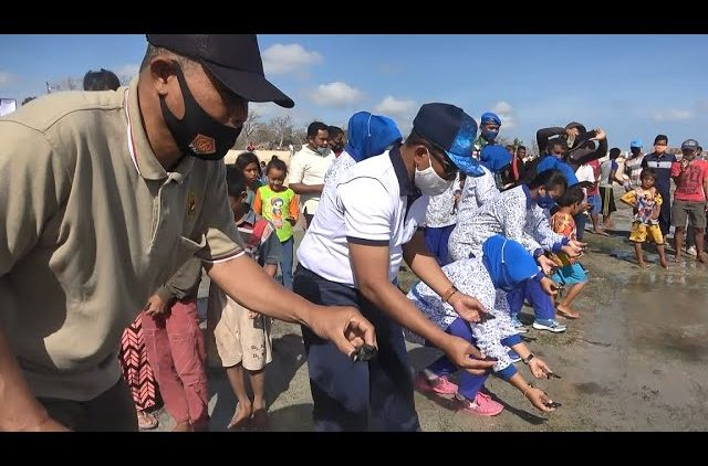Dalam Rangka HUT TNI AL Ke-75, Lanal Pulau Rote Gelar Aksi Bakti Sosial