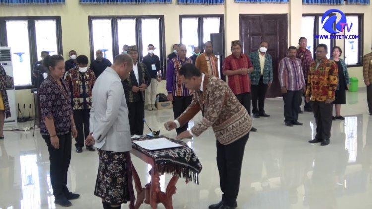 Gubernur Laiskodat Lantik Alex Riwu Kaho Sebagai Direktur Utama PT. Bank Pembangunan Daerah NTT